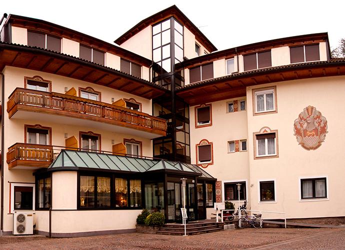 Chrys Hotel
